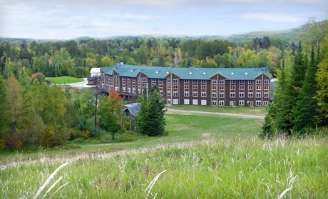 Rustic Lodge Near Golf and Ski Slopes
